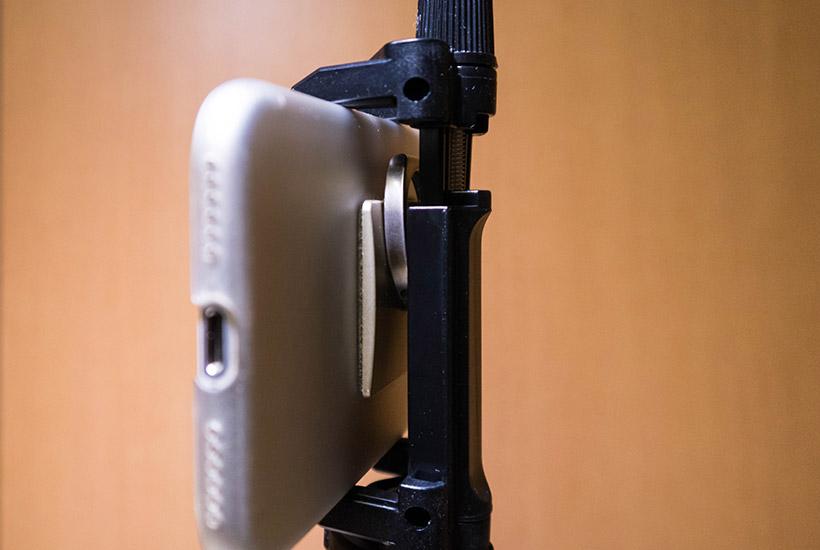 TAWARON製自撮り棒にiPhone固定